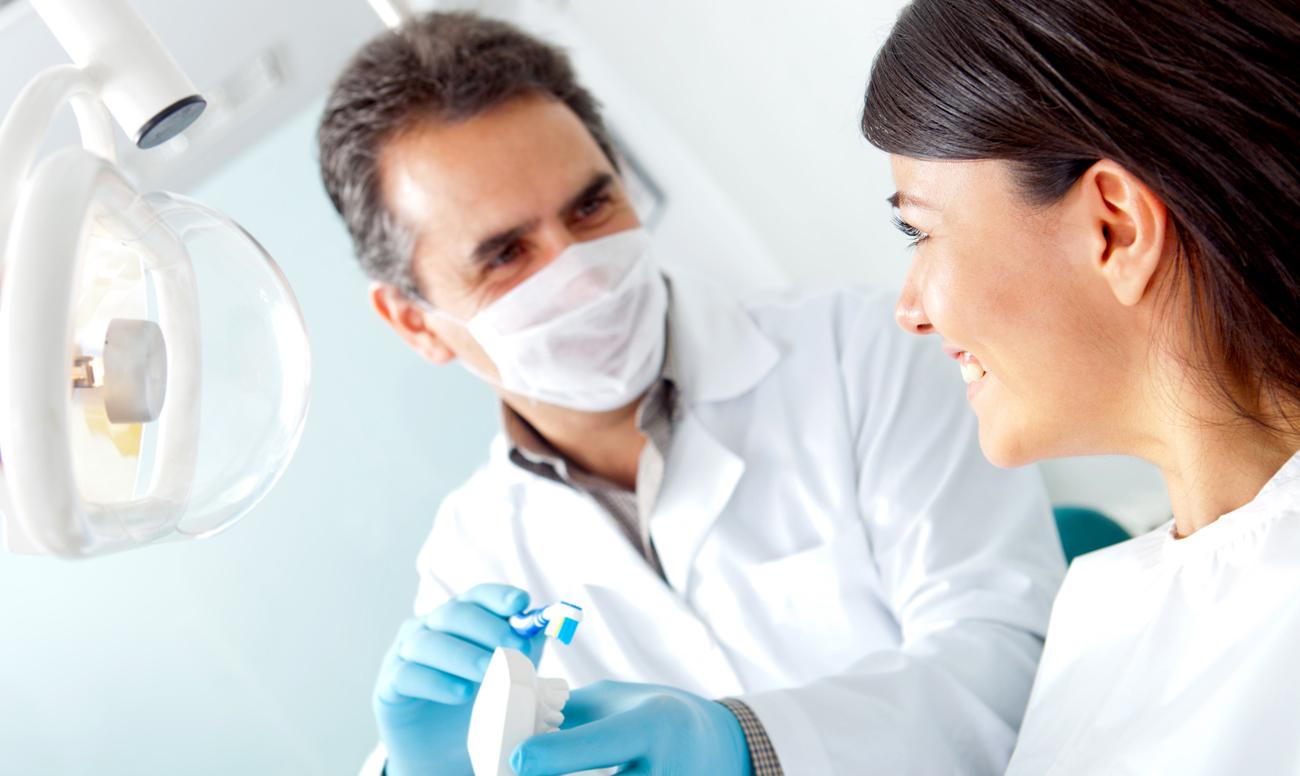 stomatolog стоматолог знакомится с красивой пациенткой, потому что она хочет замуж за стоматолога фото